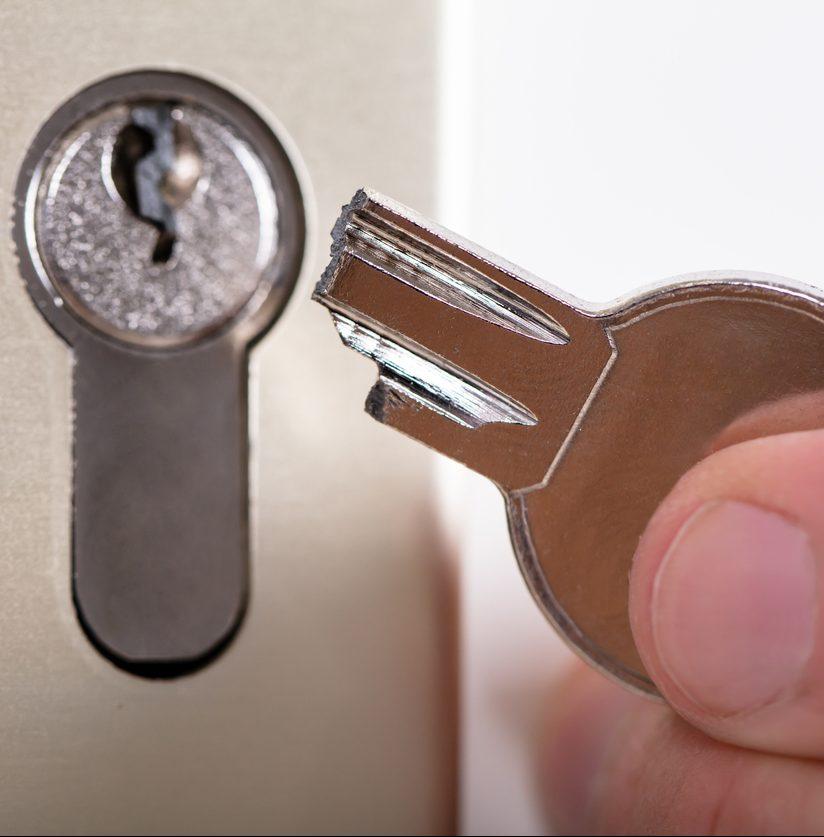 Schlüssel in Schloss abgebrochen